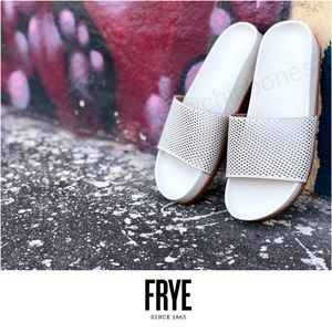 New FRYE Lily Perforated Leather Slides Size 9